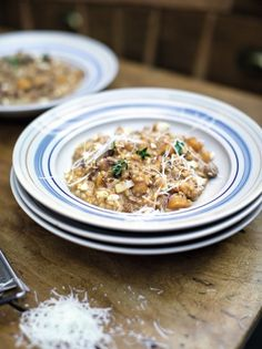 This is the Squash and Sausage Risotto from Jamie Oliver's Channel 4 TV Series, Family Super Food. This easy risotto makes for a brilliant, midweek meal. It's bound to be a winner with all the family, packed with tasty sausages and sweet squash. Rice Recipes, Cooking Recipes, Healthy Recipes, Recipies, Lunch Recipes, Easy Cooking, Cooking Ideas, Pork Recipes, Veggie Recipes