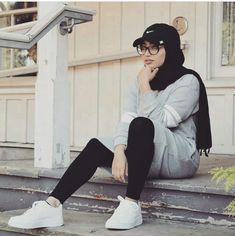 Hijab-Outfits für das Fitnessstudio – Just Trendy Girls - Muslim Fashion Islamic Fashion, Muslim Fashion, Modest Fashion, Fashion Outfits, Casual Hijab Outfit, Hijab Chic, Hijabi Girl, Girl Hijab, Muslim Girls