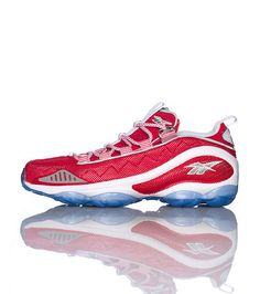 687a81bb2bda REEBOK Low top mens running sneaker Lace up closure Perforated mesh  throughout for breathability Cle.
