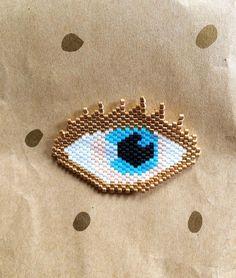 Le golden eye en vrai ✨ c'est la folie toutes ces nouvelles perles #Miyuki #perlesmiyuki #miyukidelica #eye #gold #blueeye #jenfiledesperlesetjassume #jenfiledesperlesetjaimeca #motifcharlottesouchet Charlotte Souchet ©