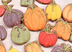 No pumpkin cookie cutter? NO PROBLEM! Sixteen different cutters you can use to make pumpkins! Halloween Pumpkin Cookies, Halloween Cookies Decorated, Decorated Cookies, Pumpkin Boo, Fall Cookies, Holiday Cookies, Sugar Cookie Royal Icing, Sugar Cookies, Thanksgiving Cakes