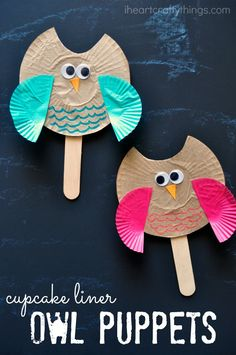 Cupcake Liner Owl Puppet Kids Craft. Fun craft for kids for any time of the year that couples as great pretend play.