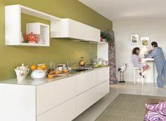 Parete verde bottiglia - Idee per le pareti della cucina: stendete il verde bottiglia solo su un muro, senza esagerare