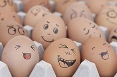 ▷ ideas for funny Easter eggs to imitate - funny eggs with faces full of joy Paint eggs with felt-tip pen - Funny Easter Eggs, Funny Eggs, Making Easter Eggs, Easter Egg Crafts, Food Art For Kids, Crafts For Kids, Fun Crafts, Easter Egg Designs, Diy Ostern