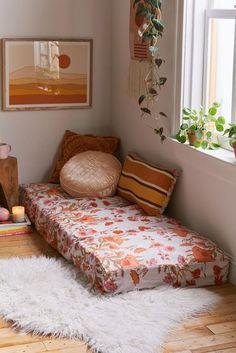 Mattress On Floor, Bed On Floor, Daybed Mattress, Living Room Decor, Bedroom Decor, Bedroom Sets, Bedrooms, Meditation Corner, Zen Room