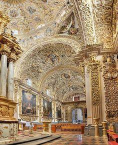 En la Ciudad de Puebla, podemos encontrar la Capilla del Rosario  que es sin duda, una de las obras maestras del barroco novohispano.   Foto por José Pérez Torrealba