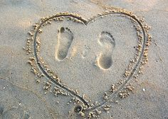 photo idea - family footprints in sand