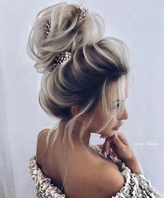 Wedding Hair medium length Wedding Hair Styles 2020 Best Wedding Hair Wedding Hair medium length in 2020 Long Hair Wedding Styles, Wedding Hairstyles For Long Hair, Bride Hairstyles, Messy Hairstyles, Curly Hair Styles, Medium Hair Styles, Hair Medium, Quince Hairstyles, Bridal Hair Updo