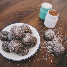 Chocolate macadamia bliss balls with coconut and honey | The Lazy Paleo