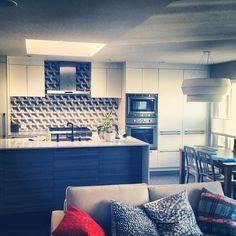 The #kitchen with the backsplash in. #heathceramics#rbw#richbrilliantwilling#interiordesign