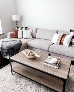 Small Apartment Living, Apartment Couches, Small Living Rooms, Living Room Designs, Living Room Decor For Apartments, Budget Living Rooms, Small Living Room Layout, Living Spaces, Home Living Room