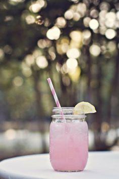 Il barattolo da bere: idee carine per usare un barattolo di vetro come contenitore di bevande rinfrescanti
