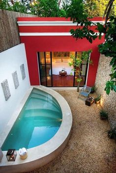 Planning Your Patio, Pool Or Deck Theme and small side yards. Tips # 6470 Backyard Ideas For Small Yards, Small Backyard Patio, Diy Patio, Desert Backyard, Outdoor Pool, Small Swimming Pools, Small Pools, Small Backyards, Ideas De Piscina