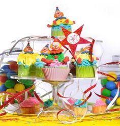 Cupcakes decorados con crema y figuras en plastico (Payasos)