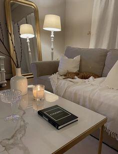 Home Design Decor, Home Room Design, Dream Home Design, Home Interior Design, Home Decor, Room Interior, Classic Living Room, Aesthetic Room Decor, House Rooms