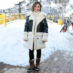 We love @sophiabush's cozy street style look from #Sundance2016! To see more of the best bundled up celebs from the film festival click the link in our bio. | photo: @gettyimages by instylemagazine