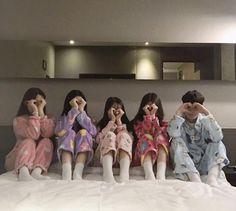 ulzzang group 얼짱 girls boys cute kawaii adorable korean pretty beautiful hot fit japanese asian soft aesthetic g e o r g i a n a : 人 Ulzzang Korean Girl, Ulzzang Couple, Boy And Girl Friendship, Korean Best Friends, Boy Best Friend, Girl Korea, Korean Couple, Friend Outfits, Cute Friends