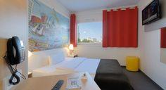 Zimmer mit französischem Bett im B&B #Hotel Hamburg-Harburg