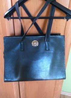 Kup mój przedmiot na #vintedpl http://www.vinted.pl/damskie-torby/torby-do-reki/10505349-duza-torba-czarna-z-mala-zlota-ozdoba-z-przodu