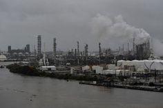 Houston: dos explosiones en planta química al paso del huracán Harvey