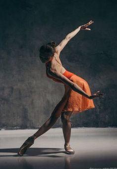 Vaganova Ballet Academy graduate and Bolshoi dancer, Alena Kovaleva, photographed by the late Katerina Kravtsova. Vaganova Ballet Academy graduate and Bolshoi dancer, Alena Kovaleva, photographed by the late Katerina Kravtsova. Dance Photography Poses, Dance Poses, Art Photography, Ballerinas, Ballet Dancers, Ballet Art, Tutu, Vaganova Ballet Academy, Bolshoi Ballet
