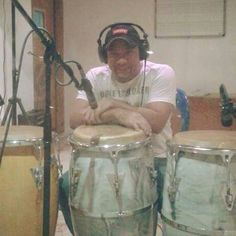 Conguero and Latin Jazz percussionist Richie Flores. Tambour, Salsa, Smooth Jazz, Drummers, Percussion, Afro, Caribbean, Singers, Instruments