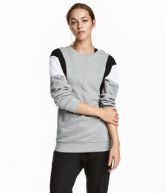 Slightly longer sweatshirt with color-block sections. Low dropped shoulders, long sleeves, and ribbing at neckline, cuffs, and hem.