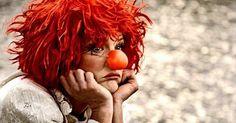 Eu costumo ensinar sobre a felicidade e, quanto mais aprendo sobre isso, muito mais claros se tornaram os hábitos de quem não é feliz. Circus Acts, Le Clown, Send In The Clowns, Sad Faces, Big Top, Beautiful Redhead, Colourful Outfits, The Fool, Wonders Of The World
