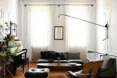 Il design industriale illumina la casa, oggetti che una volta avevano altri scopi oggi vengono recuperati e ritrovano vita in ambienti domestici. Stile, eleganza e sostenibilità. Ecco una gallery che può essere di ispirazione per chiunque sia alla ricerca di uno spunto creativo!