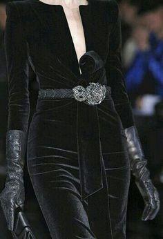 Giorgio Armani at Milan Fashion Week Fall 2009 : Giorgio Armani Fall 2009 - Details Velvet Fashion, Dark Fashion, High Fashion, Couture Fashion, Runway Fashion, Womens Fashion, Milan Fashion, Couture Style, Fashion Outfits