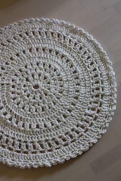 Crochet rug, pattern by Molla Mills /Virkkuri.