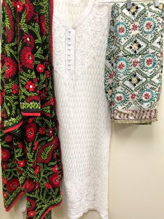 Hand Embroidery Dress, Embroidery Neck Designs, Indian Embroidery, Phulkari Pants, Kurta Designs Women, Indian Designer Wear, Pakistani Dresses, Simple Dresses, Designer Dresses