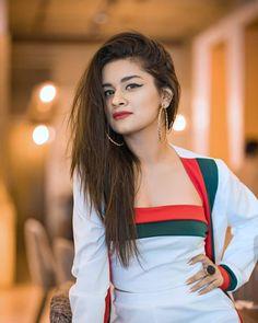 Stylish dpz for girlz Beautiful Girl Indian, Most Beautiful Indian Actress, Beautiful Girl Image, Beautiful Actresses, Beautiful Hijab, Stylish Girls Photos, Stylish Girl Pic, Cute Girl Pic, Cute Girls