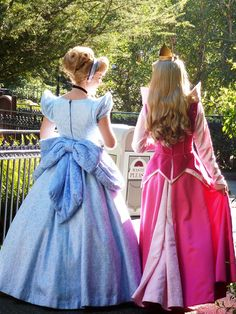 Disney Character Cosplay cinderella and aurora - disney face characters Disney Girls, Disney Love, Disney Magic, Disney Fairies, Walt Disney World, Disney Pixar, Disney Cosplay, Disney Costumes, Cinderella Cosplay