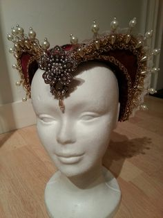 Elizabethan style hat,  made by Angela Mombers.