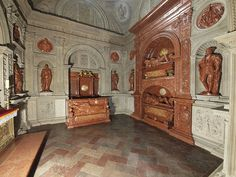Interior of the Sigismund's Chapel of the Wawel Cathedral established by King Sigismund I the Old and built in by Bartolomeo Berrecci St Wenceslaus, Poland History, Planet Earth, Catholic, Cathedral, Places To Visit, Old Things, Artworks, King