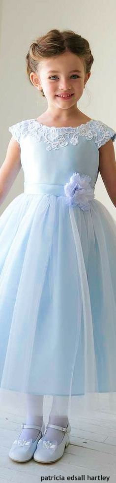 vestido daminha azul claro