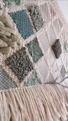 Weaving Loom Diy, Weaving Art, Hand Weaving, Macrame Wall Hanging Diy, Weaving Wall Hanging, Macrame Patterns, Weaving Patterns, Diy Crafts Room Decor, Tapestry Loom