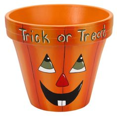 DecoArt® Trick or Treat Pumpkin Clay Pot claypot craft halloween. Halloween Kunst, Dulceros Halloween, Adornos Halloween, Halloween Tutorial, Flower Pot Art, Clay Flower Pots, Flower Pot Crafts, Flower Pot People, Clay Pot People