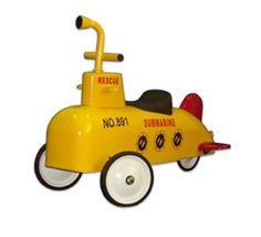 Coche correpasillos amarillo con forma #submarino. Ayuda a desarrollar la #imaginación, capacidades motrices y reflejos del niño. Adecuado para #niños de a partir de 12 meses. #submarine #regalo #bebé http://tienda.5mimitos.com/products/coche-correpasillos-submarino