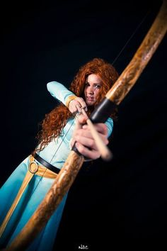 Merida's bow tutorial - of course I didn't find this until *after* I made mine. Not that I had the tools for this anyway. Whatever - the one in the tutorial is gorgeous and deserves much praise! Costume Tutorial, Cosplay Tutorial, Cosplay Diy, Bow Tutorial, Cosplay Outfits, Best Cosplay, Merida Cosplay, Disney Cosplay Costumes, Cute Costumes