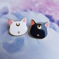 Sailor moon evolutions by AngeniaC on DeviantArt Luna Et Artemis, Geek Mode, Stickers Kawaii, Moon Setting, Little Presents, Jacket Pins, Cat Pin, Cool Pins, Pin And Patches