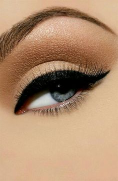 The PERFECT 'Winged' Eyeliner