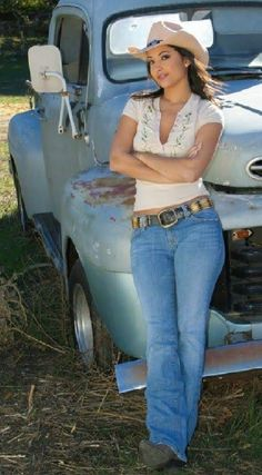 Cute Cowgirl Outfits, Cowgirl Jeans, Sexy Cowgirl, Cowgirl Clothing, Gypsy Cowgirl, Cute Country Girl, Country Girls Outfits, Country Women, Country Girl Fashion