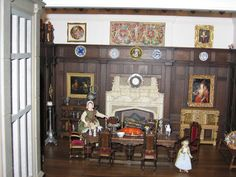 Cookie's World of Historic Dolls Houses and Miniatures: The Great Chamber with servant and dummyboard