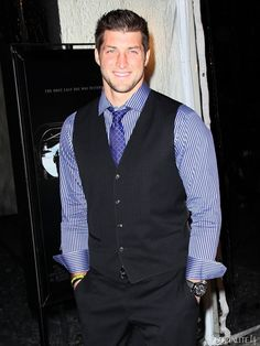 the man cleans up well... really, really, REALLY well! (I LOVE how blue his eyes look in this picture!!!)