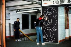 Keith Haring at work. 1983.
