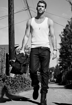 Hello, Mr. Hemsworth!