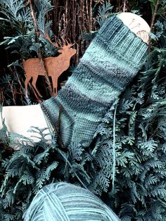 Dominostein Muster – Awesome Knitting Ideas and Newest Knitting Models Best Christmas Presents, Christmas Mood, Christmas Stockings, Knitting Socks, Knitting Stitches, Knitting Patterns, Patterned Socks, Christmas Knitting, Knitting For Beginners