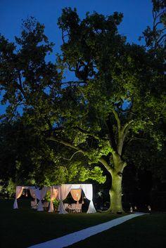 Elegant wedding on Lake Garda - planning by StyleAWedding - #weddinginitaly #lakegardawedding #weddingplanneritaly #weddingdinner #gardenwedding #weddingvenue